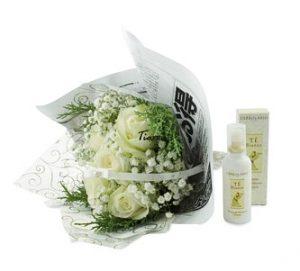 букет цветя с козметика