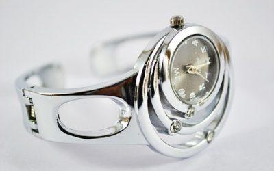 Дамският часовник е аксесоара, който жената избира с особено внимание