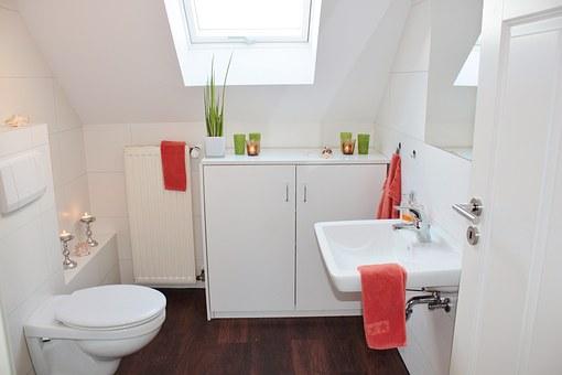 За да избегнете грешки при оборудването на тоалетната потърсете професионалисти за монтаж на тоалетното казанче