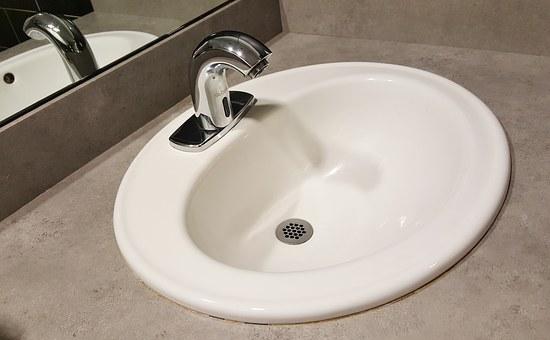 За сигурно и ефективно експлоатиране на мивката в банята изберете професионален монтаж