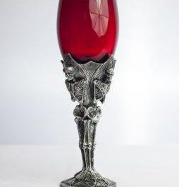 Предложения за атрактивни и нестандартни подаръци. Бокал за вино – защо не?